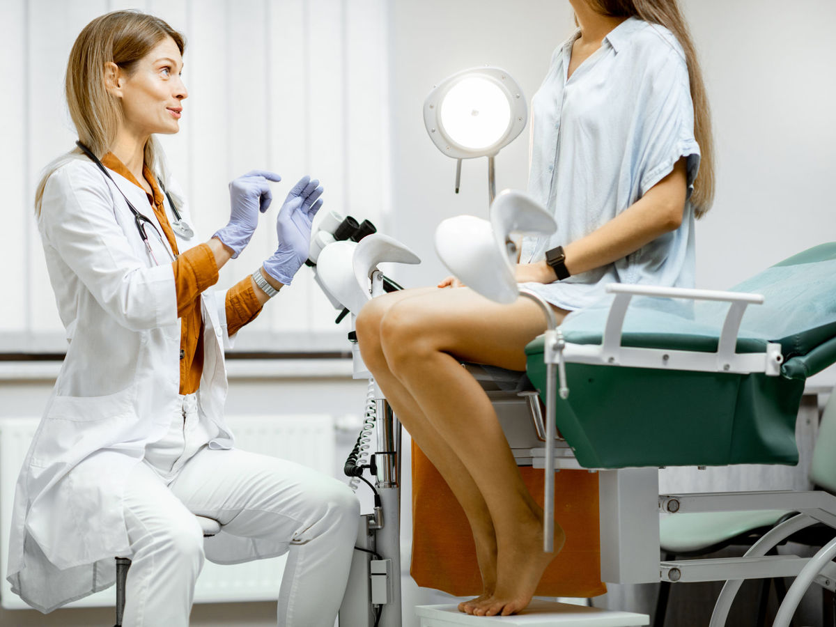 Beim nackte frauenarzt frauen Beim Frauenarzt