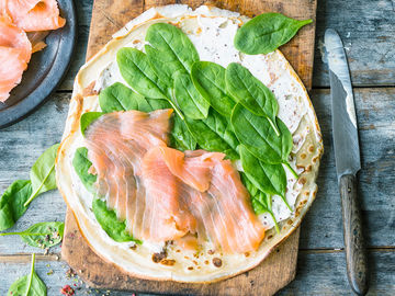 Low Carb Spinat-Lachs-Pizza